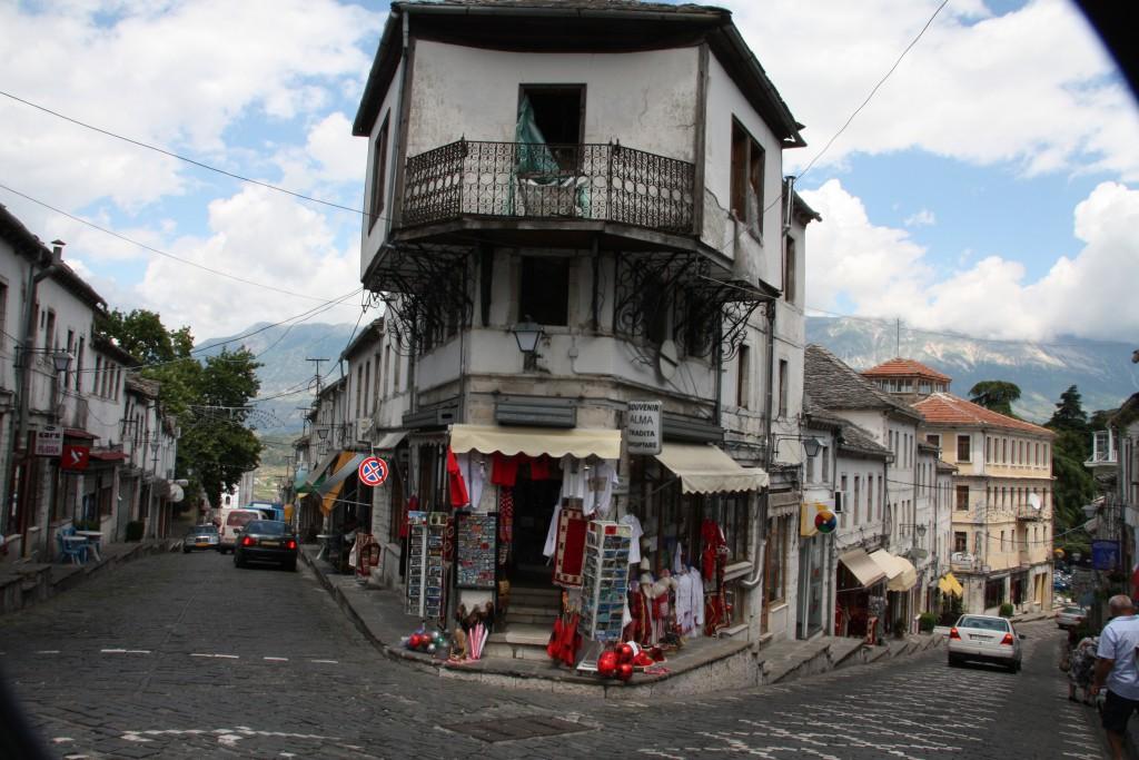 Gater og hus i Gjirokastër.