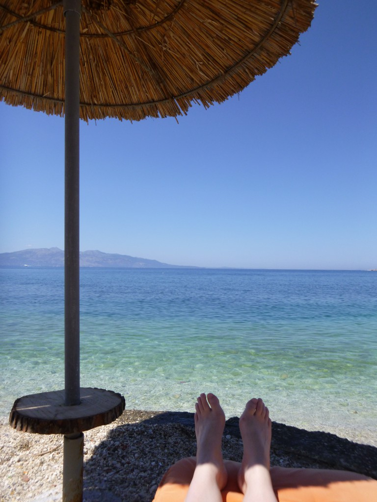 Avslapping på hotellets strand.