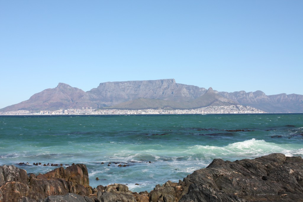 Cape Town og Table Mountain sett fra Robben Island.