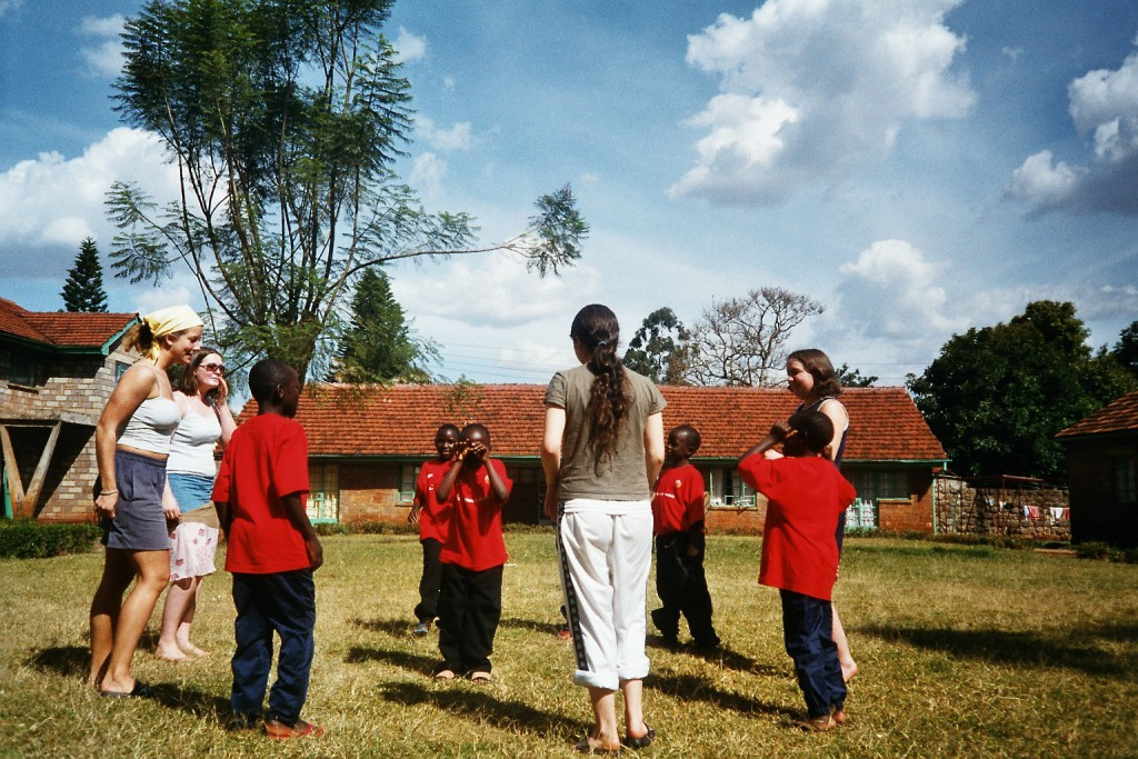 Lek på barnehjem i Nairobi.