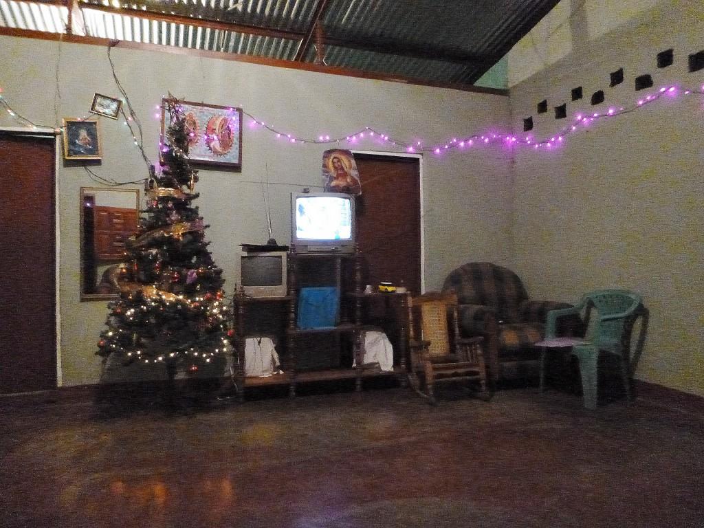 Julepyntet stue.