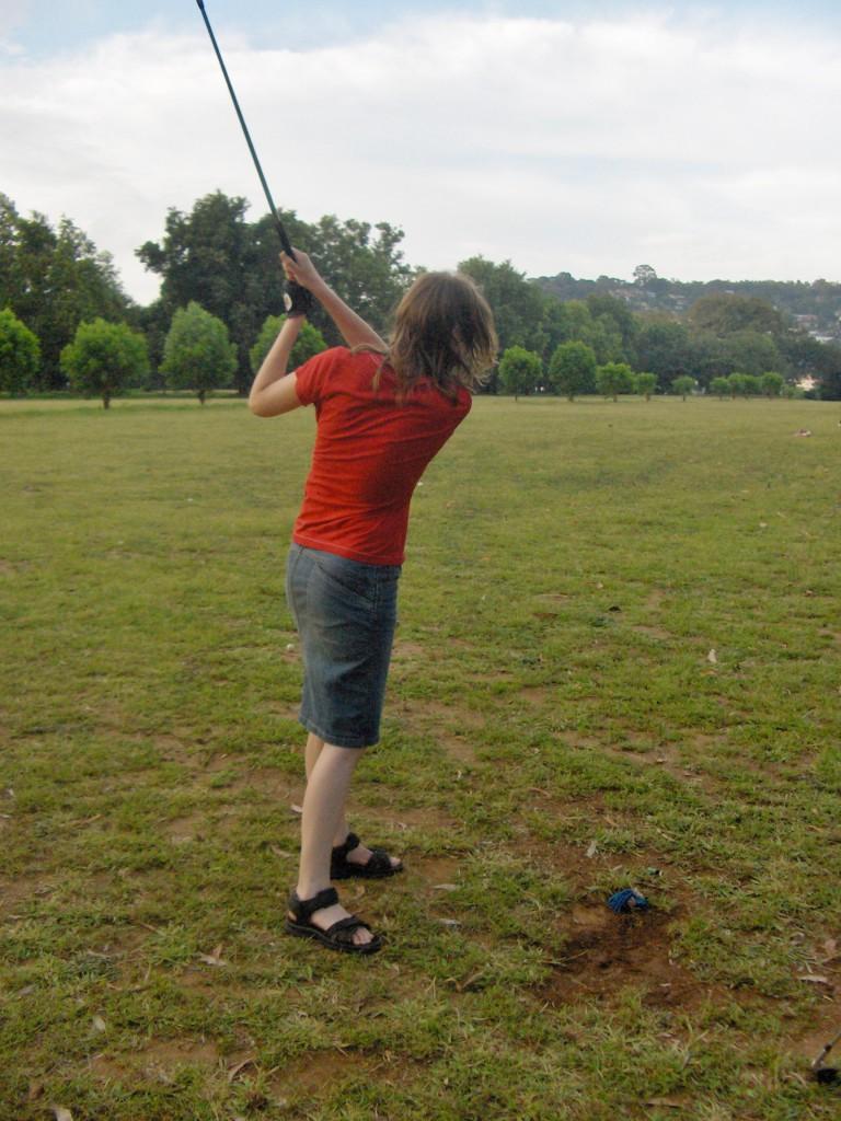 Første og eneste gang jeg har prøvd meg med golfkølle. Innmari god til å treffe ballen, ekstremt dårlig på å få den særlig langt av sted. Og ikke særlig elegant i stilen.