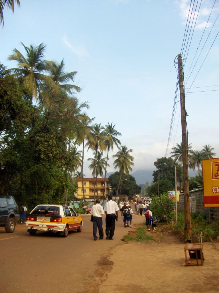På vei hjem fra SOS-barnebyer.
