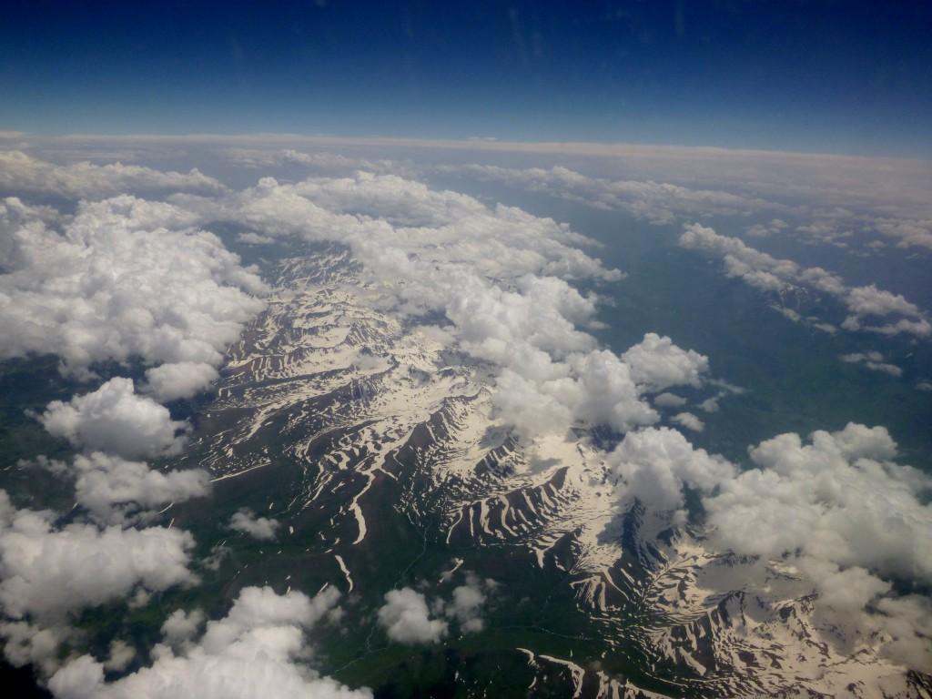 Over fjellandet Tadsjikistan med Tajik Air. Ikke svartelistet av EU, men 3 av 7 stjerner i ratingen.